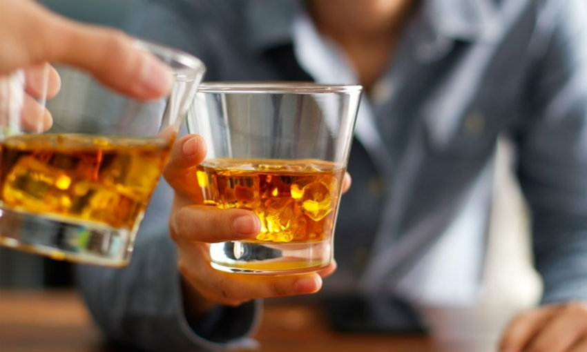 โรคไมเกรน การดื่มแอลกอฮอล์เป็นจำนวนมาก
