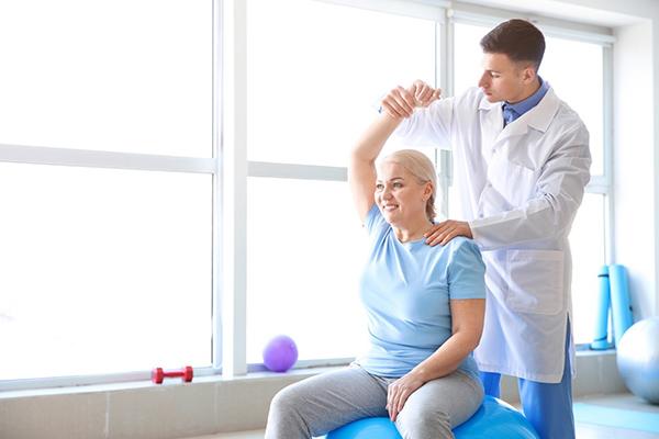 วิธีการรักษาโรคออฟฟิศซินโดรม ทำกายภาพ
